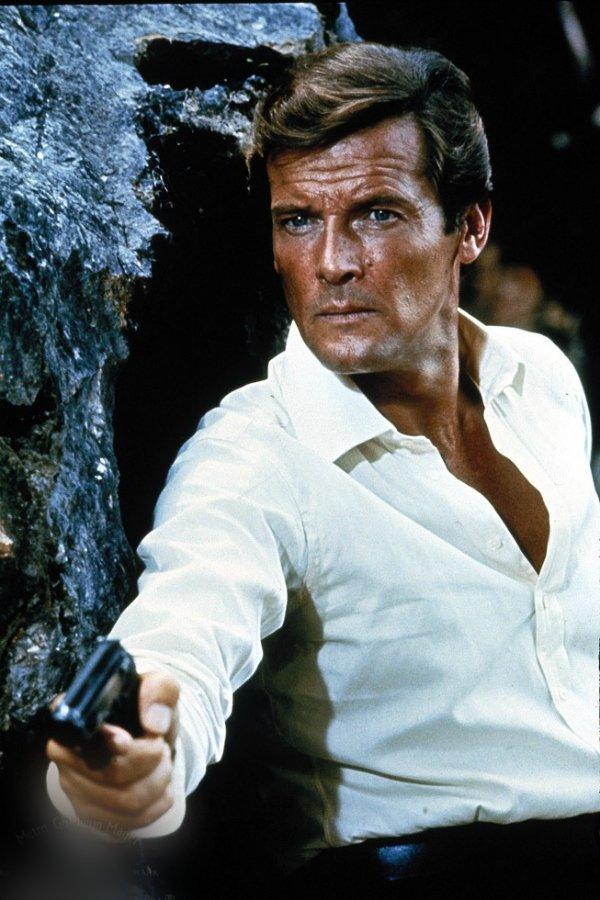 Роджер Мур — The Man with the Golden Gun (Человек с золотым пистолетом), 1974