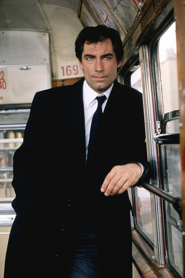 Тимоти Далтон — The Living Daylights (Искры из глаз), 1987