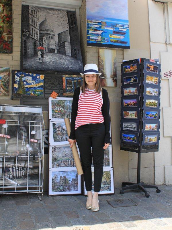 Мартовский отпуск в Париже: сувенирная лавочка на Монмартре