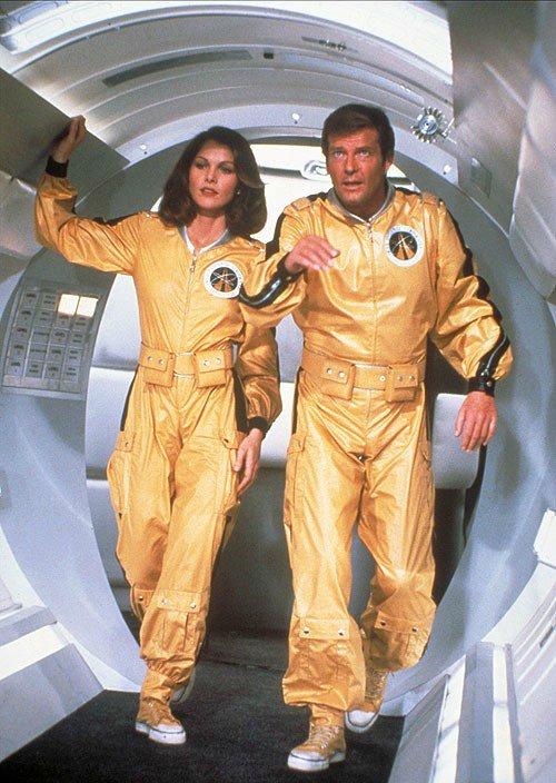 Moonraker (Лунный гонщик), 1979 — Лоис Чайлз