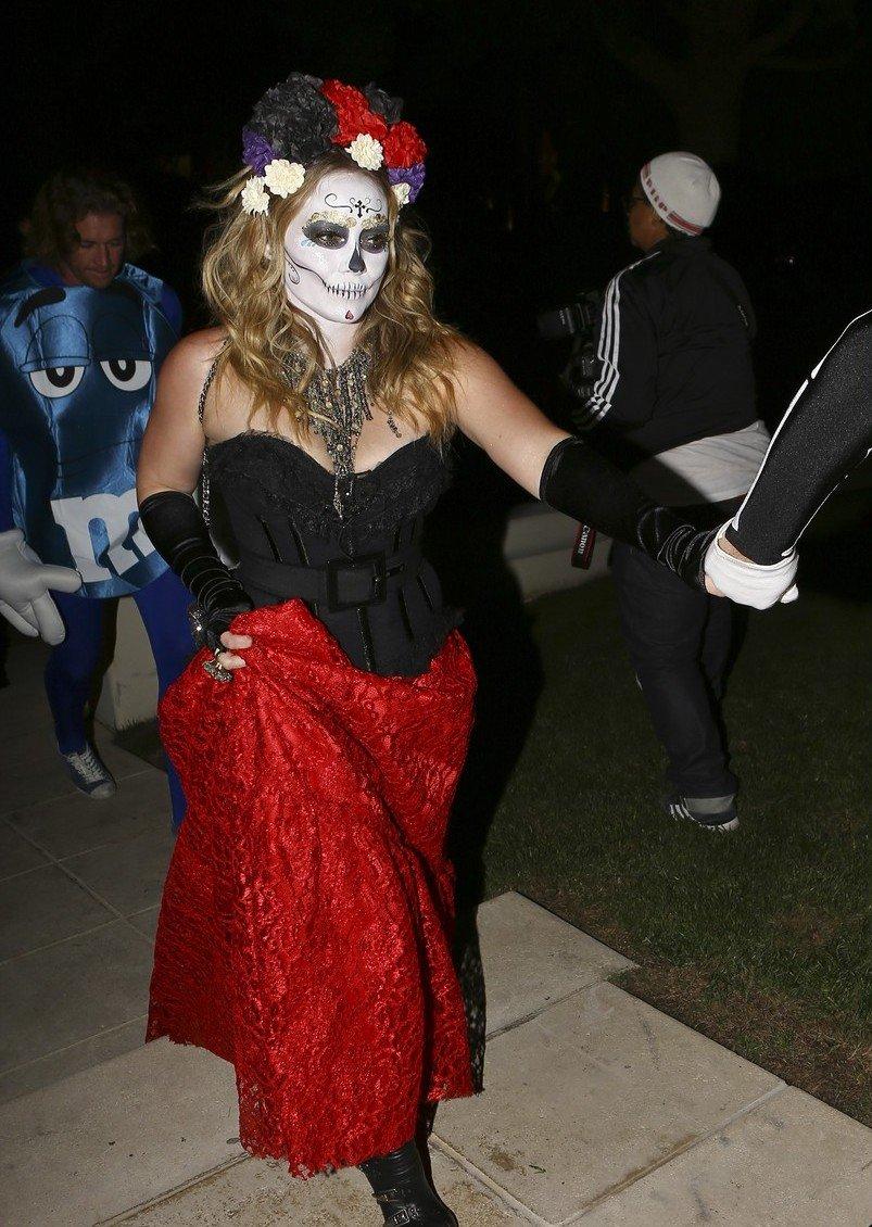 Звездные костюмы на Halloween: Ким Кардашьян, Дита фон Тиз ... - photo#18