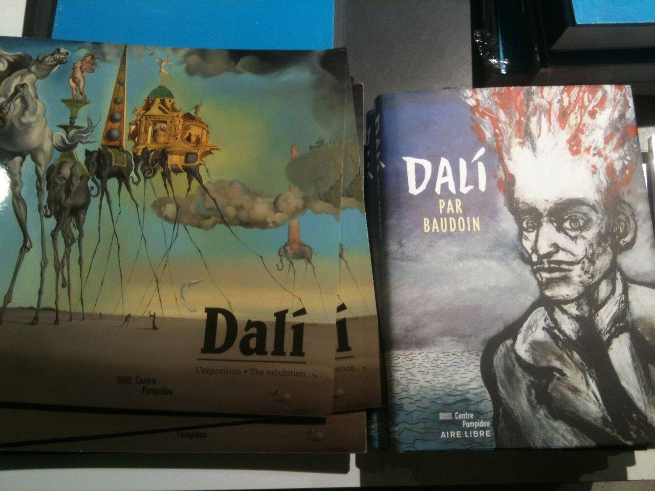Сувениры к выставке работ Сальвадора Дали в центре искусств Pompidou