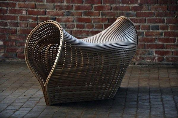 Кресло Pinch из гнутой древесины от американского дизайнера Мэттиаса Плисснига (Matthias Pliessnig).