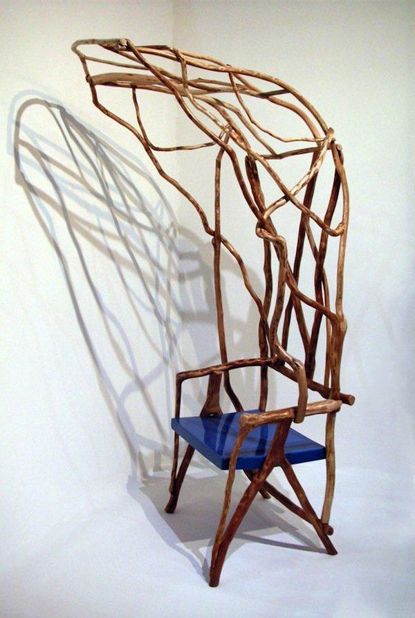 """Сплетение лиан диких джунглей нашли свое применение в спинке стула """"The Wild Bodged Chair"""" от дизайнера Valentina González Wohlers."""