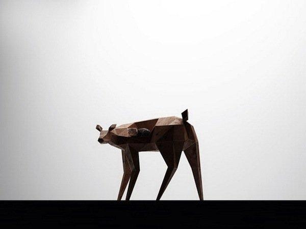 Деревянное кресло-скульптуру OLENISHKA от русского дизайнера Ниазикью (Niazique).