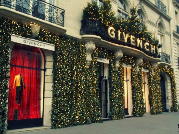 Бутик Givenchy на Avenue George V