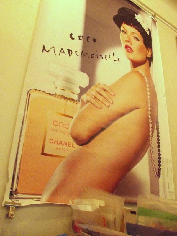 Рекламный плакат аромата Coco Mademoiselle, 2003-2004 год