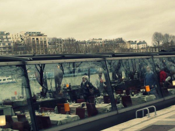 Ресторан на набережной Сены