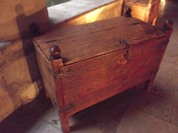 Выставка-продажа предметов быта из Гималайских долин (эпоха не указана)