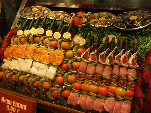Витрины греческих ресторанов в Saint Michel