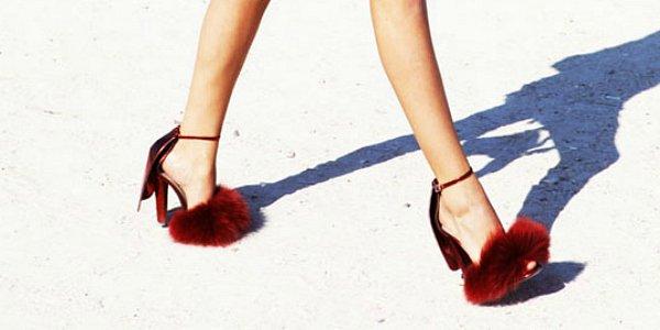 Босоножки и туфли с мехом - модные фантазии без намека на практичность