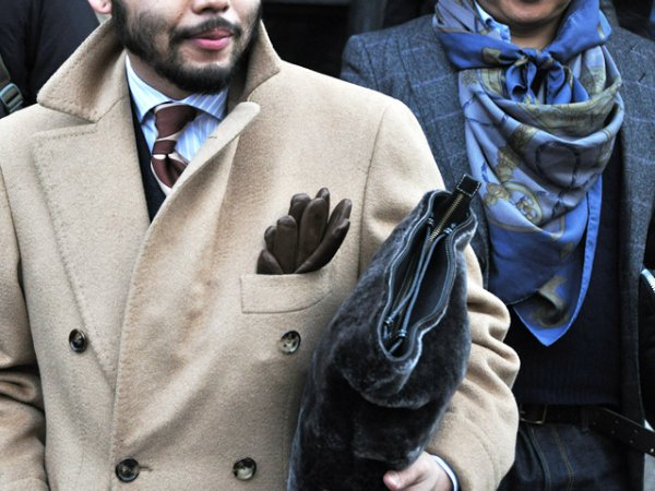 Перчатки в нагрудном кармане (2)