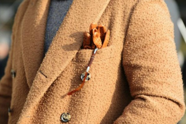 Перчатки в нагрудном кармане (3)