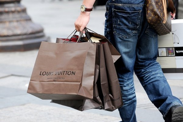 louis-vuitton-shopping