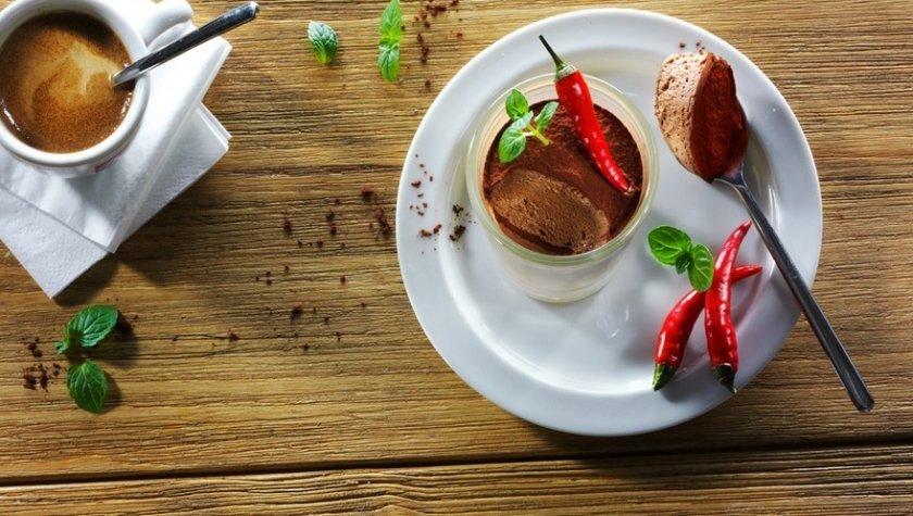 Шоколадный мусс с красным чили и мятой