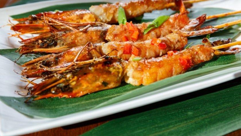 Черные королевские креветки в кисло-сладком тайском соусе