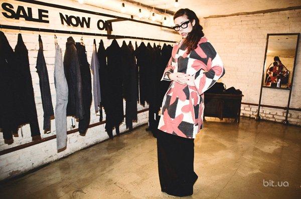 Соня Плакидюк в пальто Comme des Garcons (2)