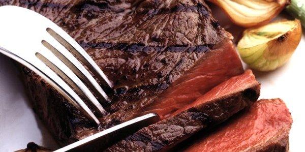 Работа с мясом: как пожарить стейк, свиную отбивную и утиную грудку, видео-уроки