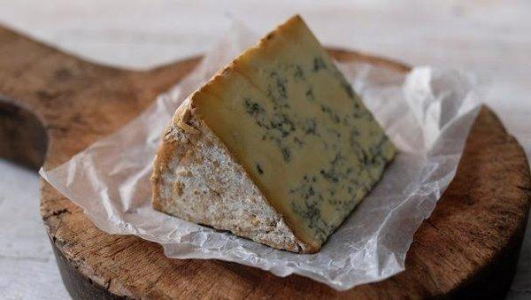 5 сыров, которые обязательно стоит попробовать - сыры Англии: чеддер, чешир, стилтон, ярг и каэрфилли