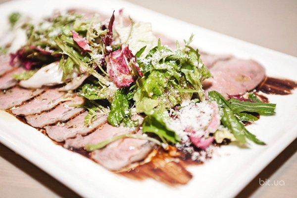 Новое заведение: обновленный «Онегин» - еда, общение и вино в свежем интерьере