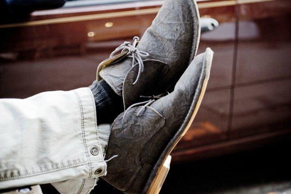 Как носить обувь с потертостями