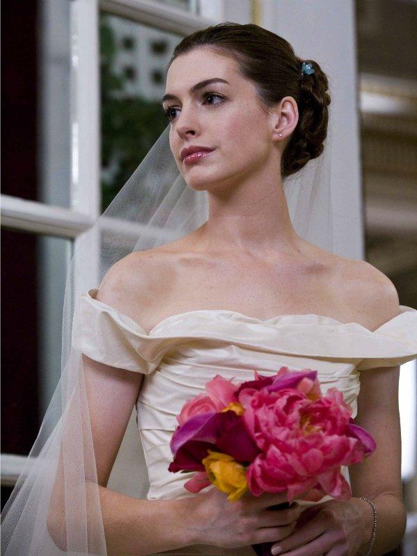 Энн Хеттауэй - Война невест, 2009