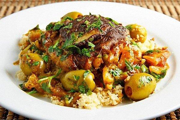 Food-дайджест за неделю: марокканское и грузинское меню, 5-метровый ролл, айсы, мужской Martini, самолетная кухня и кое-то почитать