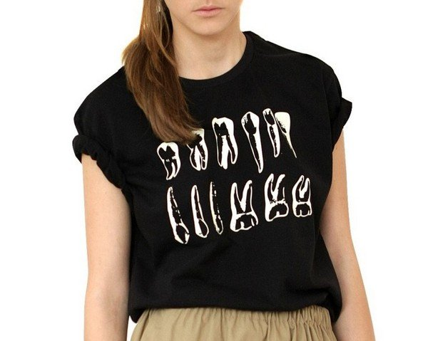 Выбор редакции: 25 трендовых футболок с принтом