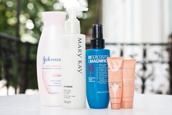24 Hour Moisture Body Lotion, Johnson & Johnson; Satin Smoothie Hand Scrub, кремы для рук Satin Hands, все - Mary Kay;