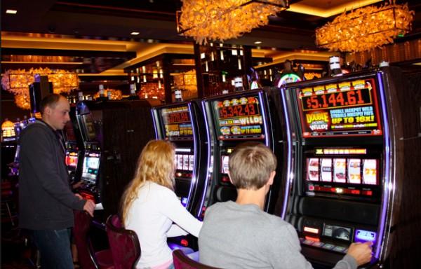 Виртуальное гранд-казино старинная рулетка в кожаном чехле