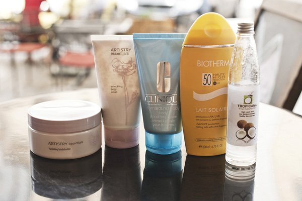 Essentials Hydrating Body Butter, Essentials Polishing Scrub, все - Artistry; Turnaround Body Smoothing Cream, Clinique; Lait Solaire SPF50, Biotherm; Virgin Coconut Oil, Tropicana