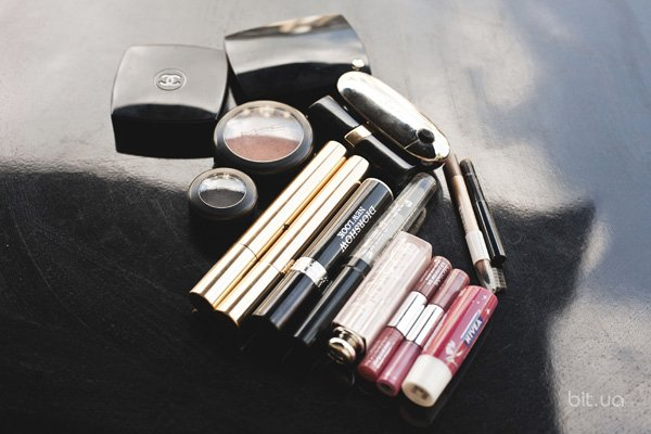 Фруктовое сияние, Nivea; Lip Gloss Travel Pack, Clinique; Dior Addict Lip Maximizer, Dior; Diorshow New Look, Dior;  Volume Effect Faux Cils Luxury Volume Mascara, Yves Saint Laurent; Rouge G, Guerlain; Rouge Coco Shine, Chanel; Les 4 Ombres, Chanel; Blush Subtil Powder Blusher, Lancôme; Sheertone shimmer blush, M.A.C.; Magic Khol Eye Liner Pencil, Givenchy; Longstay Eyebrow Shaper, Seventeen