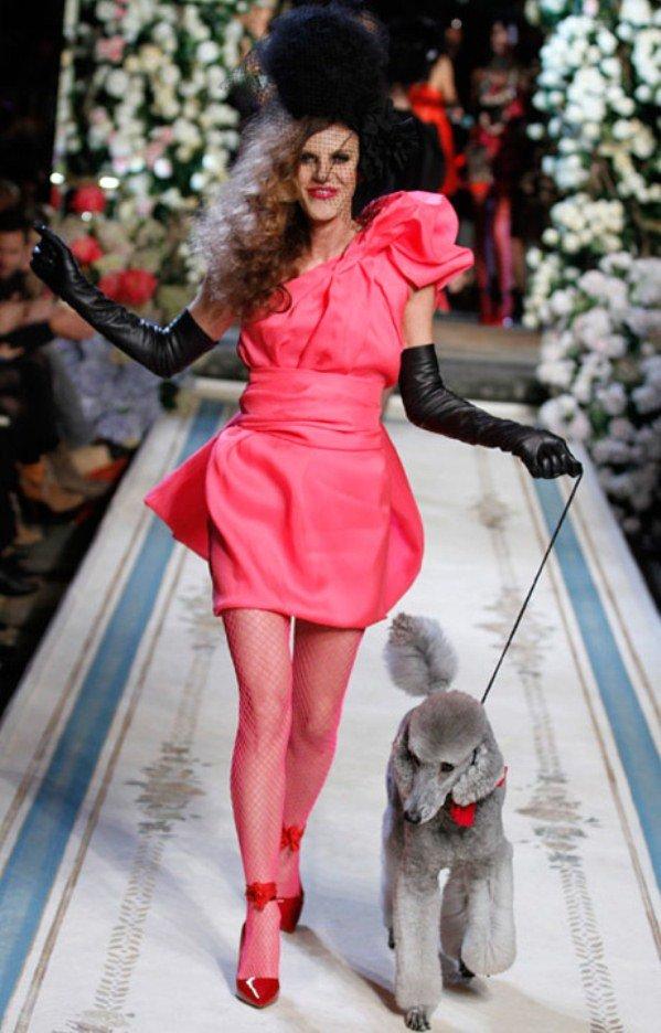 Анна делло Руссо на подиуме Lanvin for H&M