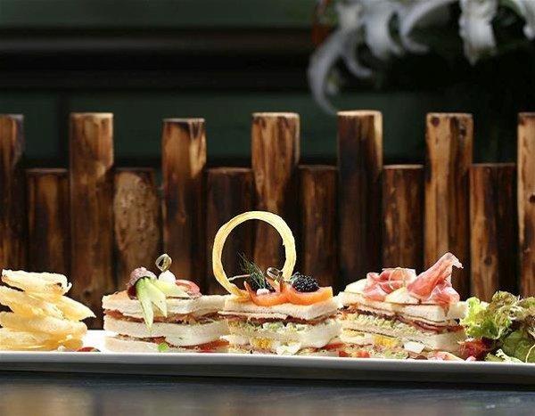 В Гонконге до конца лета можно отведать самых дорогой клаб-сендвич в мире