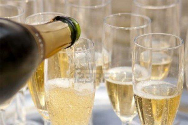Алкогольные дегустации, которые стоит посетить до конца лета