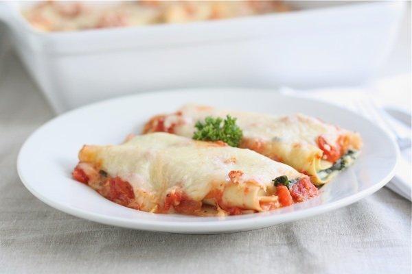 Три дачных рецепта от Джейми Оливера - салат из томатов, паста с цветной капустой и брокколи и рисовый пудинг с клубничным джемом