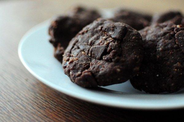 Полезные десерты: хрустящее шоколадно-мятное печенье