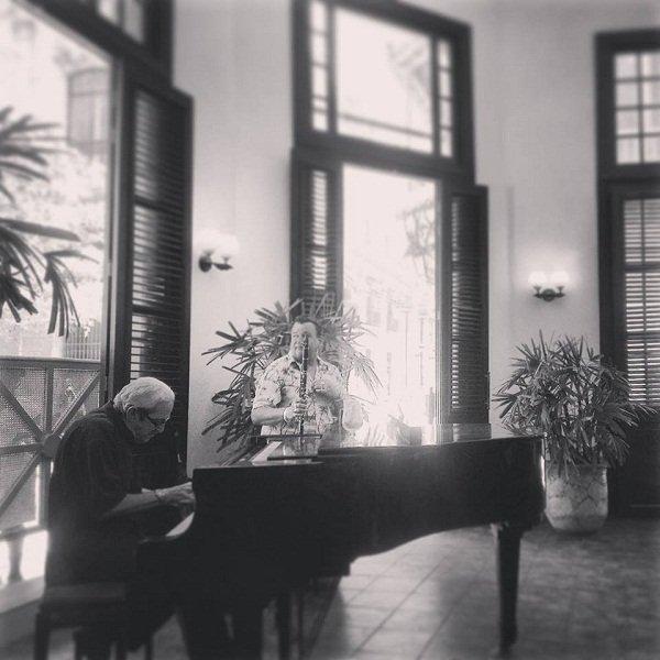 Piano_player_Ambos_Mundos