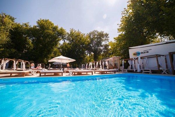 10 заведений у воды в Киеве, часть 2: с бассейнами и пляжами