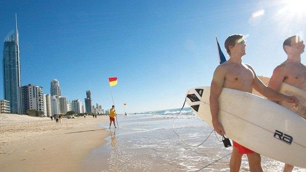 gold-coast-surfing