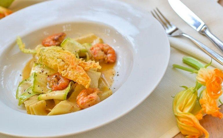 Фаршированные цукини в томатном соусе с пикорино и базиликом