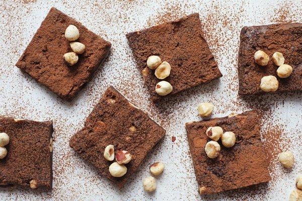 Полезные десерты: raw брауни из фундука и чая
