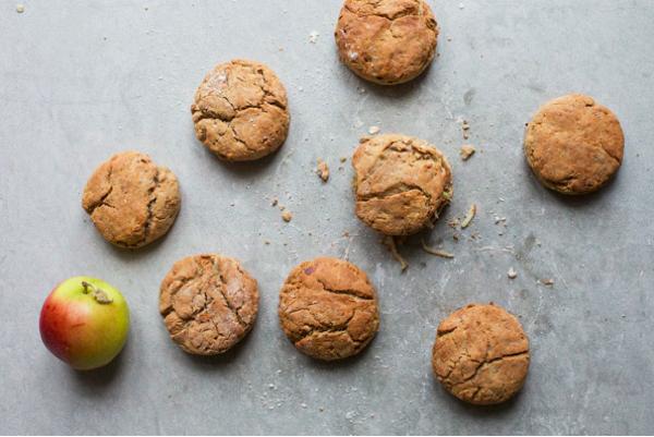 Полезные десерты: яблочно-овсяные воздушные булочки