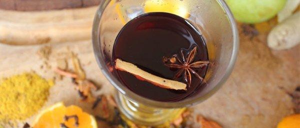 Три небанальных рецепта глинтвейна: белое вино, сливовое и ягодный с ромом