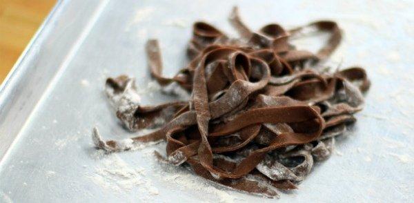 Три осенних рецепта пасты: с фенхелем и фетой, томатами и миндалем и шоколадом с орехами пекан