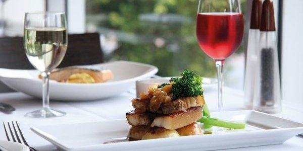 Ресторанный дайджест за неделю: мишленовский ужин, фестиваль моллюсков, вкусный сыр и награды за дизайн