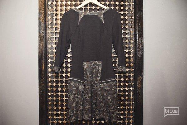платье с камуфляжными вставками — 1600 грн