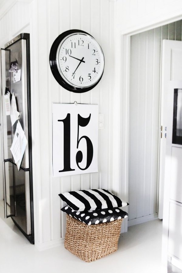 Черное и белое в интерьере - часы