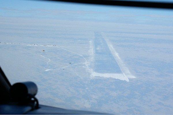 ice-runway-america-station-antartica