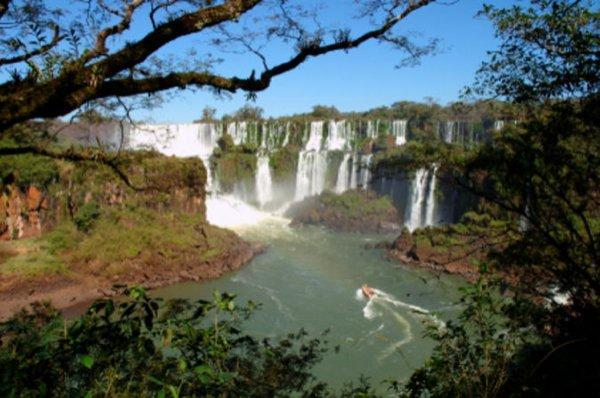 sightseeing-cruise-to-paraguay-from-foz-do-igua-u-in-foz-do-iguacu-101057 1